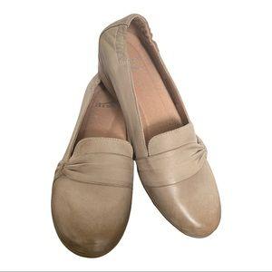 Dansko New Women's Loafer Karen Taupe size 38